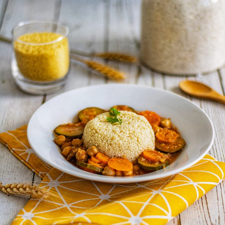 Recette semoule et sauce aux légumes courgettes carottes pois chiches et garram massala